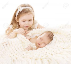 36056804-Baby-Girl-and-Newborn-Boy-Sister-Little-Child-and-Sleeping-Brother-New-Born-Kid-Birthday-in-Family-L-Stock-Photo